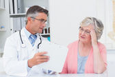 Doctor explaining prescriptions to woman — Stock Photo
