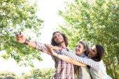 Happy friends taking a selfie — Stock Photo
