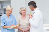 Doctor consoling patient — Stock Photo