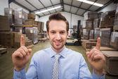 Responsabile di magazzino rivolta verso l'alto con il dito — Foto Stock