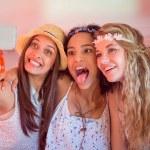 Friends on road trip taking selfie — Stock Photo #69012711