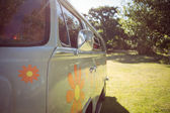 Retro camper van in a field — Stock Photo