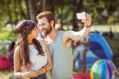 Hipster couple taking a selfie — Stock Photo
