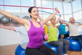 People exercising with resistance bands in gym — Стоковое фото