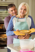Mature blonde holding fresh pie — Stok fotoğraf