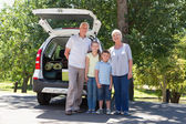 Grandparents going on road trip with grandchildren — Stock Photo