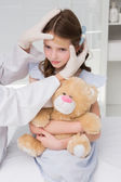 Doctor making plaster in little girl — ストック写真
