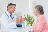 Doctor conversing with patient — Stock Photo