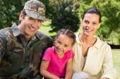 Handsome soldier reunited with family — Stock Photo