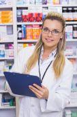 Farmaceut, psaní na schránky — Stock fotografie