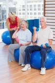 Trainer motivating senior couple — Stock Photo