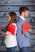Couple holding broken hear — Stock Photo