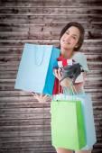 買い物袋や贈り物でブルネット — ストック写真