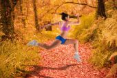 Fit brunette running and jumping — Foto de Stock