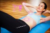 Fit brunette doing sit ups in fitness studio — Stock Photo
