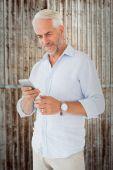 Man sending a text message — Stock Photo