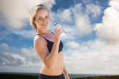 Fit blonde drinking water — Stock Photo