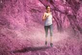 Uygun sarışın koşu odaklı — Stok fotoğraf
