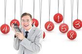 Geeky gülümseyen iş adamı holding hesap makinesi — Stok fotoğraf