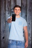 Man showing phone to camera — Fotografia Stock