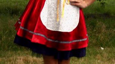 Oktoberfest girl smiling at camera — Stock Video