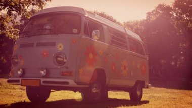 Retro Camper van in a field — Stock Video