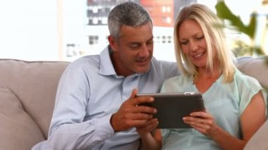 Couple using tablet pc together — Stock Video