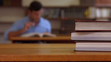 Librarian at work in the library — Stock Video