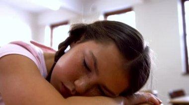 Schoolgirl napping at desk in school — Stock Video