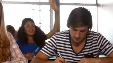 Students taking notes in class — Stock Video