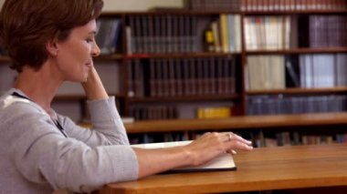 Mature student studying in the library — Stock Video