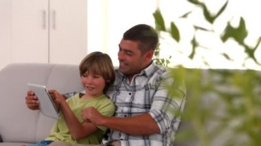 Father and son using tablet pc — Stock Video