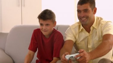 Father and son playing video games — Stock Video