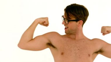Geeky hipster showing his muscles — Stock Video