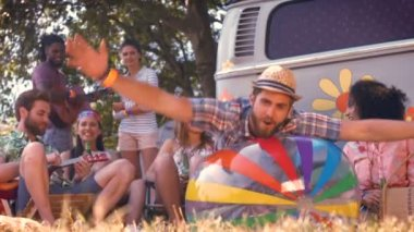 Hipsters having fun in their campsite — Stock Video