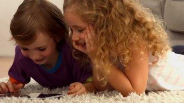 Cute siblings using tablet pc — Stock Video