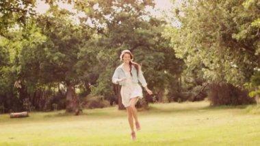 Hopping girl in the park — Stock Video