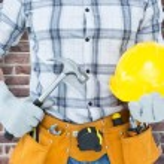 Handyman holding hammer and hard hat — Stock Photo #73178085
