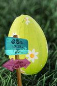 Easter egg hunt sign — Stock Photo