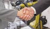 Handshake between two business people — Stock Photo
