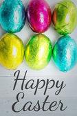 Veselé Velikonoce proti šesti velikonoční vajíčka — Stock fotografie