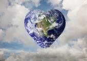 ハート形の地球の合成画像 — ストック写真