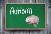 Мозг против доска с надписью аутизма — Стоковое фото
