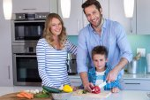 Happy family preparing vegetables together — Stock Photo