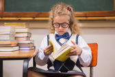 Blonde pupil reading a book  — Stockfoto