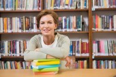 Teacher smiling at camera at library — Stock Photo