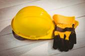 Hard hat and protective gloves — Stockfoto