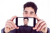 Casual man taking a selfie — Stock Photo