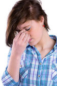 Bella bruna ottenere un mal di testa — Foto Stock