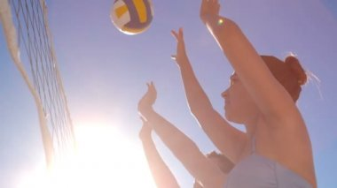 Attractive young friends playing beach volleyball — Stock Video